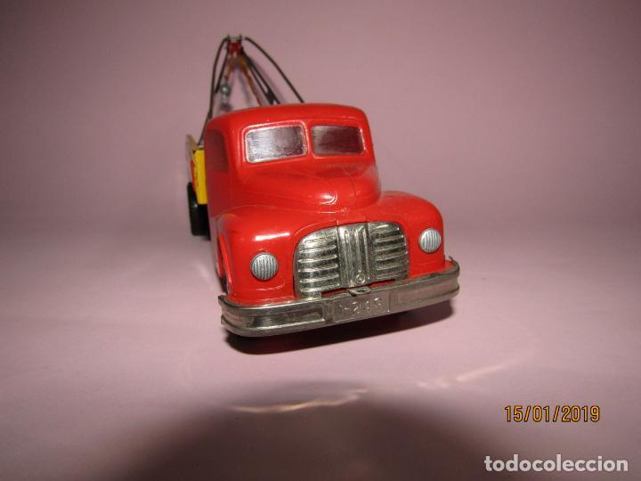 Juguetes antiguos Jyesa: Antiguo Camion AUSTIN Loadstar con Grua a Cuerda Transportes JYE - JYESA - Año 1950s. - Foto 13 - 147085602