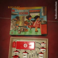 Juguetes antiguos Jyesa: ANTIGUA BATERIA DE COCINA Y COCINA DE GAS GRAN TAMAÑO DE JYE JYESA A ESTRENAR - AÑO 1960-70S.. Lote 172642112