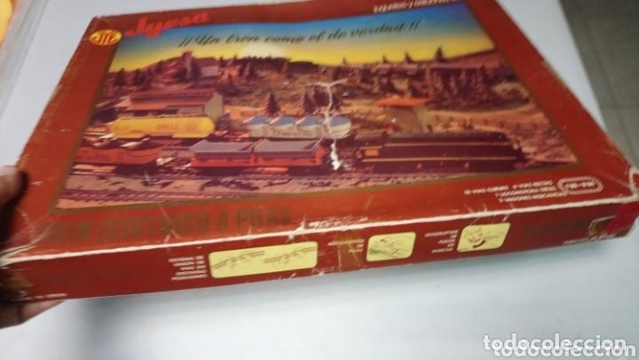 Juguetes antiguos Jyesa: CAJA CON TREN JYESA, UN TREN COMO EL DE VERDAD - FABRICADO EN ESPAÑA - TRENES ELÉCTRICOS A PILAS - Foto 4 - 173416014