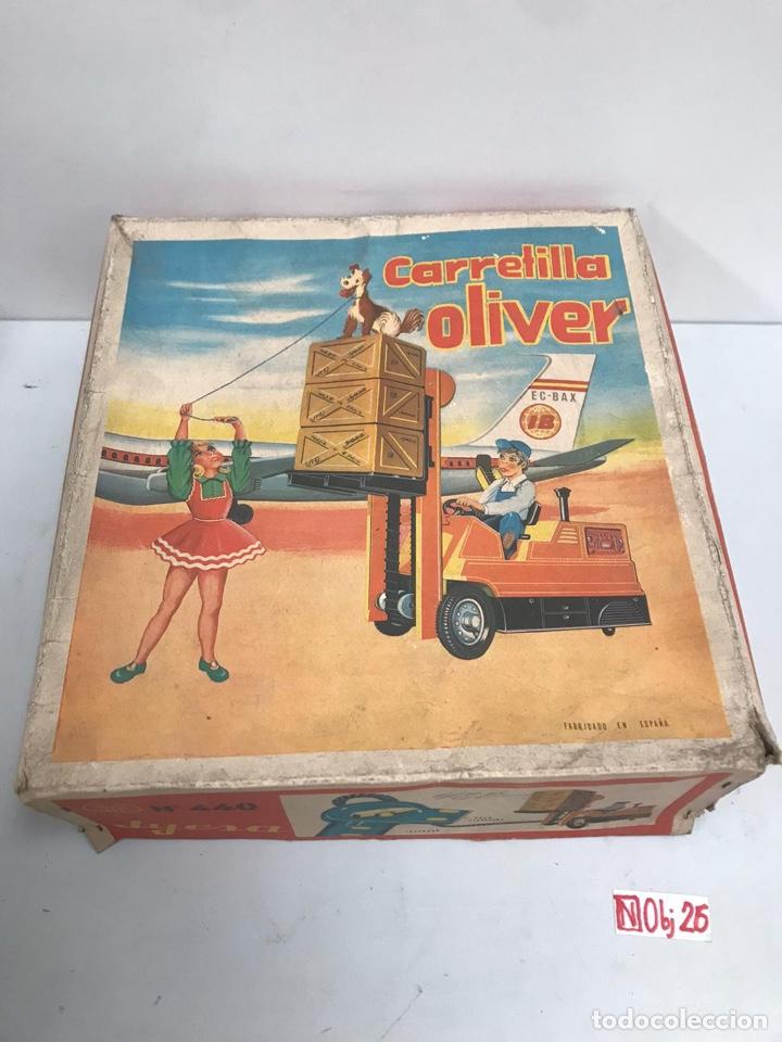 Juguetes antiguos Jyesa: Antigua Carretilla Elevadora Dirigida por Cable OLIVER de JYE JYESA . Año 1960s. - Foto 2 - 194883630