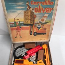 Juguetes antiguos Jyesa: ANTIGUA CARRETILLA ELEVADORA DIRIGIDA POR CABLE OLIVER DE JYE JYESA . AÑO 1960S.. Lote 194883630