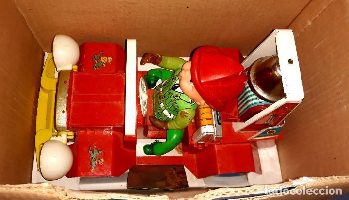 Juguetes antiguos Jyesa: JEEP DE BOMBEROS Nº 352 DE DE HOJALATA Y PLASTICO DE JYESA CON CAJA ORIGINAL AÑOS 60 - Foto 3 - 219406121