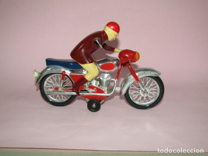 Juguetes antiguos Jyesa: Antigua Moto con Motorista FCTO 999 a Fricción de Juguetes JYE JYESA de Ibi - Foto 2 - 219697791