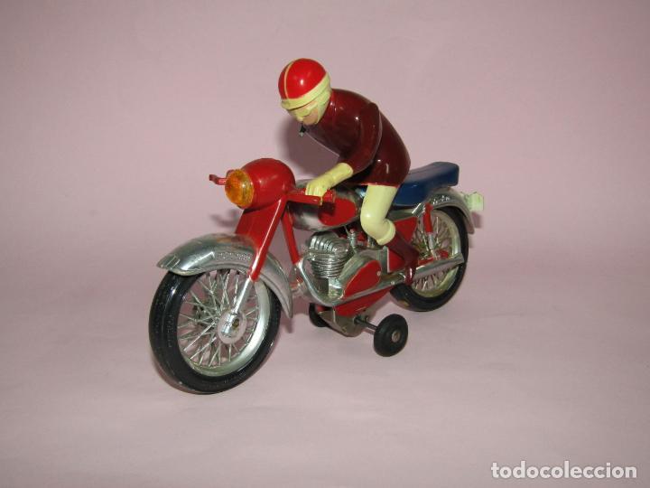 Juguetes antiguos Jyesa: Antigua Moto con Motorista FCTO 999 a Fricción de Juguetes JYE JYESA de Ibi - Foto 4 - 219697791