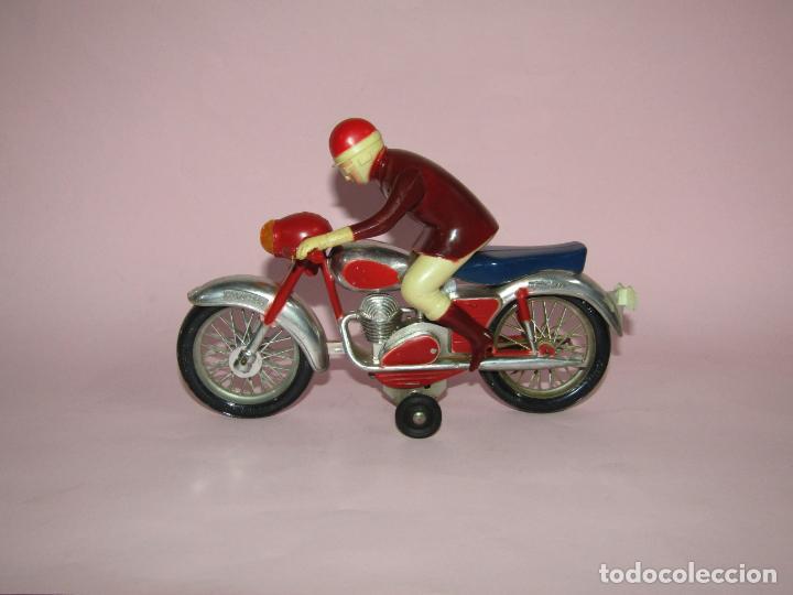 Juguetes antiguos Jyesa: Antigua Moto con Motorista FCTO 999 a Fricción de Juguetes JYE JYESA de Ibi - Foto 5 - 219697791