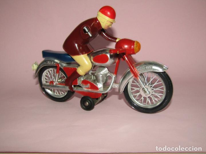 Juguetes antiguos Jyesa: Antigua Moto con Motorista FCTO 999 a Fricción de Juguetes JYE JYESA de Ibi - Foto 6 - 219697791
