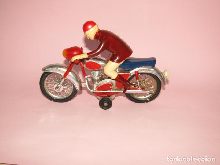 Juguetes antiguos Jyesa: Antigua Moto con Motorista FCTO 999 a Fricción de Juguetes JYE JYESA de Ibi - Foto 8 - 219697791