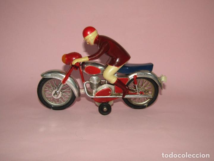 Juguetes antiguos Jyesa: Antigua Moto con Motorista FCTO 999 a Fricción de Juguetes JYE JYESA de Ibi - Foto 9 - 219697791