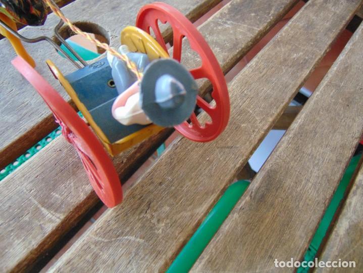 Juguetes antiguos Jyesa: AVESTRUZ TIRANDO DE CARRO DE LA MARCA JYESA JYE INCOMPLETO NO LE VA LA CUERDA - Foto 4 - 280778848