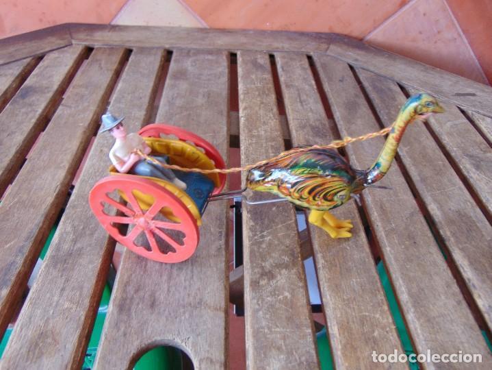 Juguetes antiguos Jyesa: AVESTRUZ TIRANDO DE CARRO DE LA MARCA JYESA JYE INCOMPLETO NO LE VA LA CUERDA - Foto 5 - 280778848