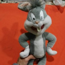 Juguetes Antiguos: PELUCHE BUGS BUNNY. Lote 101376028