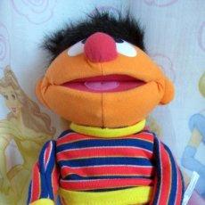 Brinquedos Antigos: MUÑECO EPI DE FISHER PRICE 35CM CON MECANISMO. Lote 76611131