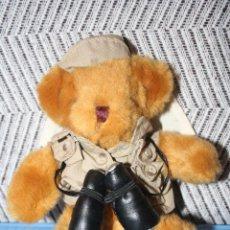 Juguetes Antiguos: OSO EXPLORADOR *** THE TEDDY BEAR COLLECTION *** PELUCHE ROPA ORIGINAL *** ALTURA 22 CMS ***. Lote 99920559