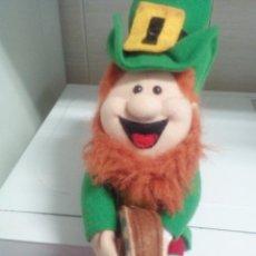Juguetes Antiguos: PELUCHE DUENDE IRLANDES. Lote 116390963