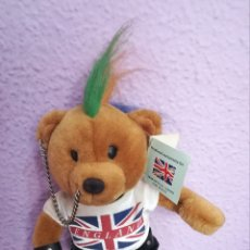 Juguetes Antiguos: PELUCHE OSO PUNKY LONDRES 30CM. Lote 122280576