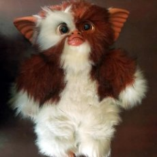Juguetes Antiguos: GIZMO PELUCHE GREMLINS WARNER BROS. QUIRON MADE IN SPAIN 40 CM. Lote 124664823