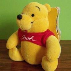 Brinquedos Antigos: LIBRO CUENTO MUÑECO PELUCHE OSO WINNIE POOH - DISNEY CUENTOS AMIGOS. Lote 128801975