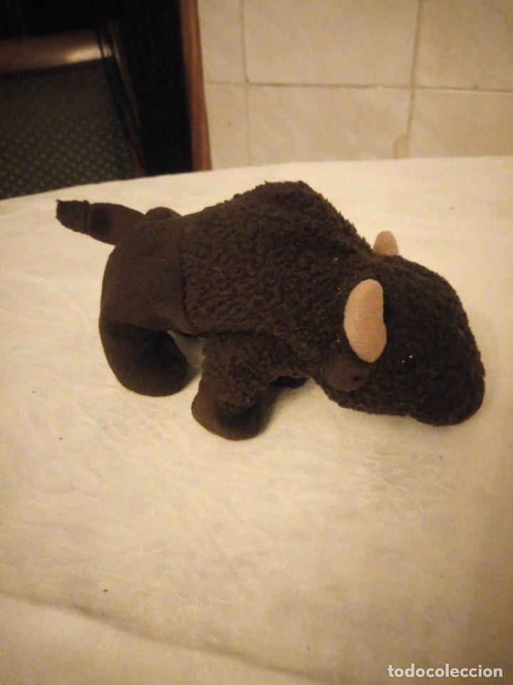 Juguetes Antiguos: Precioso búfalo de peluche ty.1998 - Foto 3 - 153862386