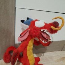 Brinquedos Antigos: MUÑECO TELA PELUCHE DRAGON MUSHU MULAN DISNEY 40 CM ALTO. Lote 189766725
