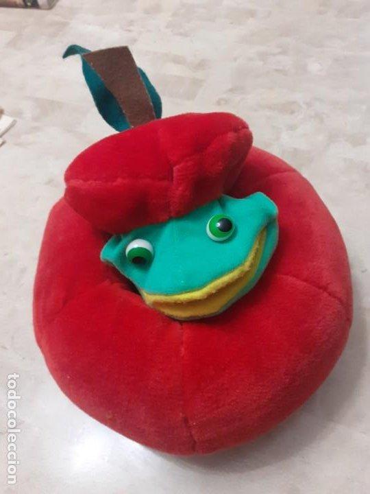 Juguetes Antiguos: Peluche de manzana con gusano marioneta - Foto 2 - 200775138