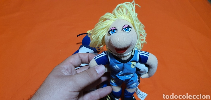 Juguetes Antiguos: 2 muñecos peluches muppets real Madrid Gonzo y peggy - Foto 4 - 211910673