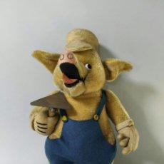 Brinquedos Antigos: LOS TRES CERDITOS. WALT DISNEY. ERNESTO CAHN. CERDITO ALBAÑIL. DISNEY. Lote 227256335