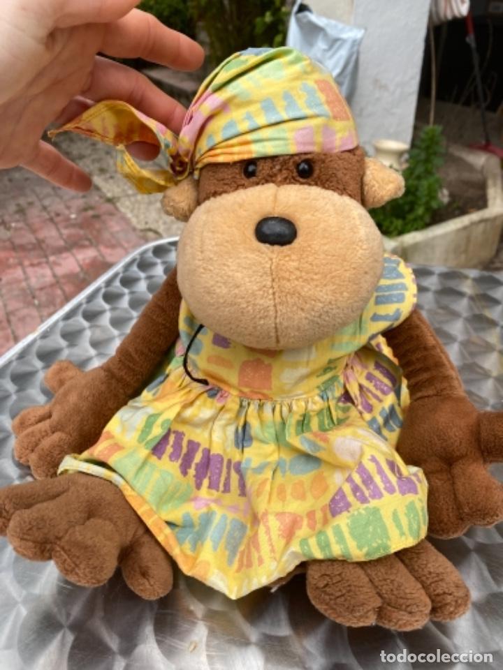 Juguetes Antiguos: Antiguo muñeco mono mona pañuelo en cabeza peluche television muñeco nici 40 cm - Foto 8 - 237834890
