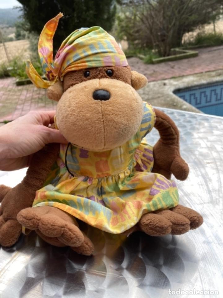 Juguetes Antiguos: Antiguo muñeco mono mona pañuelo en cabeza peluche television muñeco nici 40 cm - Foto 9 - 237834890