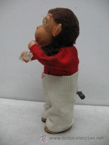 Juguetes antiguos Payá: PAYÁ - Mono vestido bebiendo con botella y vaso - Mecanismo a cuerda - Foto 4 - 34402654