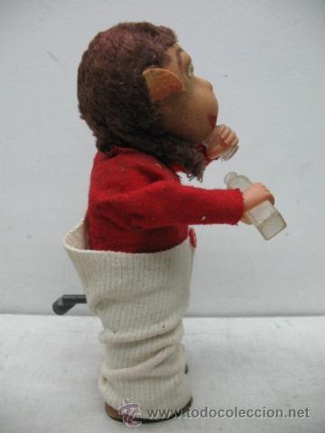 Juguetes antiguos Payá: PAYÁ - Mono vestido bebiendo con botella y vaso - Mecanismo a cuerda - Foto 3 - 34402654