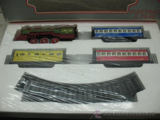 Juguetes antiguos Payá: Paya Ref: 0-0007 - Locomotora con humo, con tres vagones American Railway Express y vías - Foto 2 - 38897802