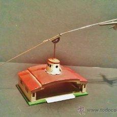 Altes Spielzeug Payá - Antiguo balancín con avión y hangar de Payá. Año 1950. - 41700569