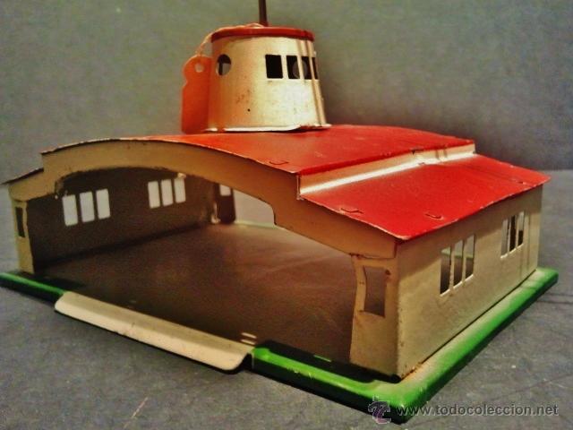 Juguetes antiguos Payá: Antiguo balancín con avión y hangar de Payá. Año 1950. - Foto 3 - 41700569