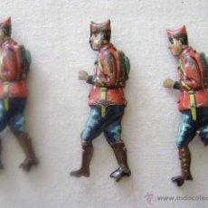 Juguetes antiguos Payá: TRES SOLDADOS DE PAYA.CON GORRO CUARTELERO.PRIMERA EPOCA. Lote 42537577