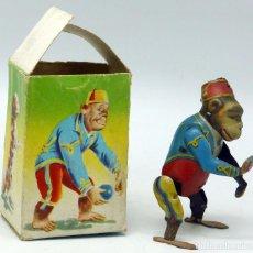 Juguetes antiguos Payá: MONO PAYÁ HOJALATA A CUERDA CON SU CAJA Nº 679 AÑOS 40 - 50 FUNCIONA . Lote 63903347