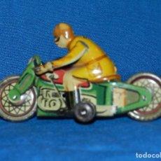Juguetes antiguos Payá: (M) MOTOCICLETA PAYA ANTIGUA DE HOJALATA A FRIGCION , 9 X 5'5 CM, BUEN ESTADO. Lote 86032248