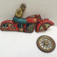Juguetes antiguos Payá: ANTIGUA MOTO CARRERAS CUERDA EN HOJALATA LITOGRAFIADA RAI PAYÁ - AÑOS 30 DESGUACE. Lote 103696035