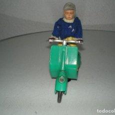 Juguetes antiguos Payá: MOTO VESPA DE PAYA EN MAGNIFICO ESTADO NUNCA A LA VENTA EL COLOR NI CON GORRA DE MOTORISTA. Lote 105566123