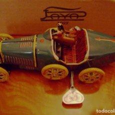 Juguetes antiguos Payá: BUGATTI PAYÁ DE HOJALATA CON MOTOR A CUERDA. Lote 112064283