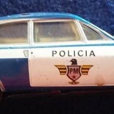 Juguetes antiguos Payá: PAYÁ. COCHE POLICIA DE FRICCIÓN EN HOJALATA, RENAULT 15. AÑOS 70. Lote 112095415