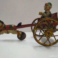 Juguetes antiguos Payá: PAYASO TIRADO POR CABALLO HOJALATA PAYA 1930. Lote 126371363