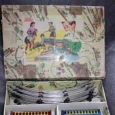 Juguetes antiguos Payá: CAJA ORIGINAL TREN ELÉCTRICO PAYÁ CON LOCOMOTORA, 2 COCHES, CIRCUITO 6 TROZOS Y TRANSFORMADOR. Lote 131813718
