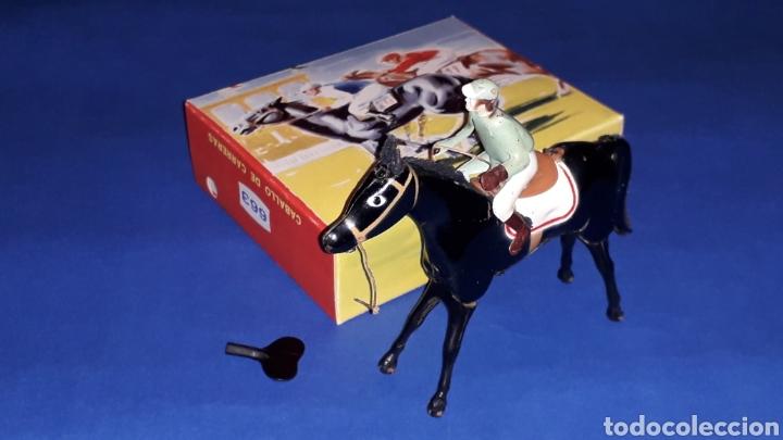 Juguetes antiguos Payá: Caballo con jinete Hípica ref 663, fabricado en lata con mecanismo a cuerda, Paya, original años 50. - Foto 2 - 62263760