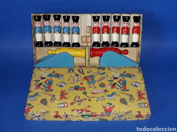 Juguetes antiguos Payá: Conjunto soldados y cañones + proyectiles, fabricados en madera tipo Denia Paya, Barcelona años 50. - Foto 2 - 137917356