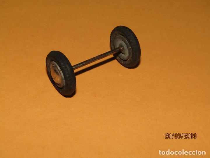 Juguetes antiguos Payá: Antiguo Juego de Ruedas con Eje de CONSTRUCCIÓN de AUTOMOVILES Metalicos de PAYÁ - Año 1940s. - Foto 3 - 156435438