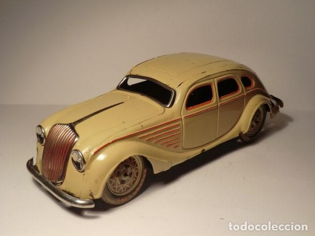 PAYA AUTO CHRYSLER AIRFLOW HOJALATA LITOGRAFIADA. 1930S. A CUERDA. FUNCIONA REF. 622 (Juguetes - Marcas Clásicas - Payá)