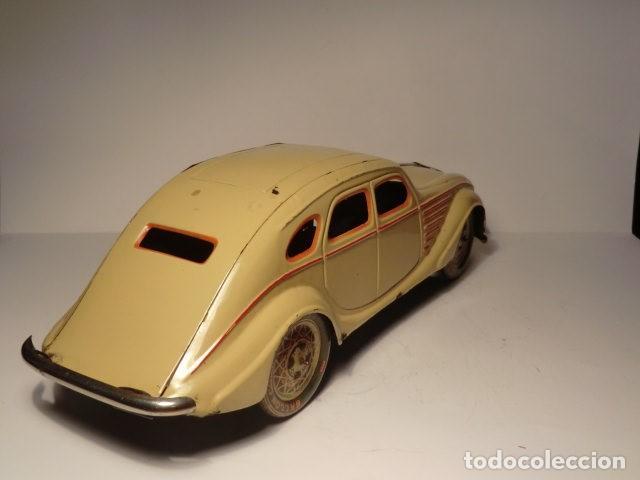 Juguetes antiguos Payá: PAYA Auto CHRYSLER AIRFLOW Hojalata Litografiada. 1930s. A Cuerda. Funciona Ref. 622 - Foto 4 - 165752630