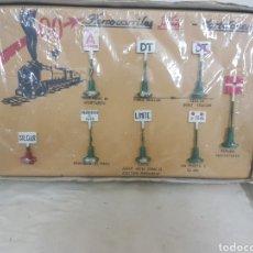Juguetes antiguos Payá: SEÑALES DE TRENES PAYA 1457 EN METAL. Lote 171597713
