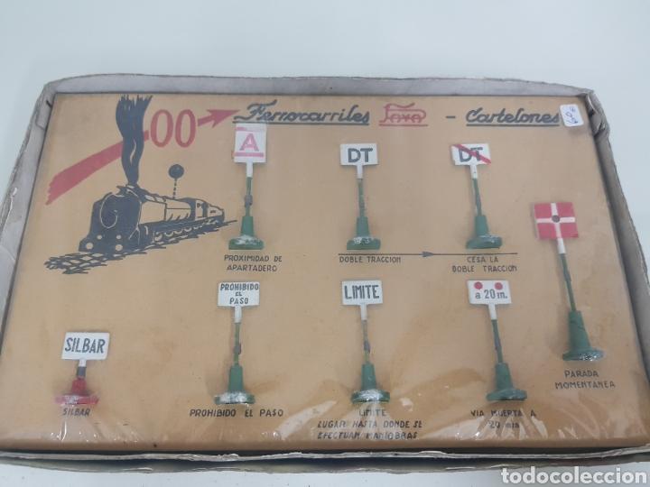 Juguetes antiguos Payá: Señales de trenes paya 1457 en metal - Foto 2 - 171597713