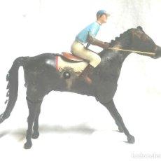 Juguetes antiguos Payá: JOCKER CABALLO CARRERAS Nº 2 DE PAYA, FUNCIONA MECANISMO DE CUERDA, HOJALATA, AÑOS 40. Lote 183834726